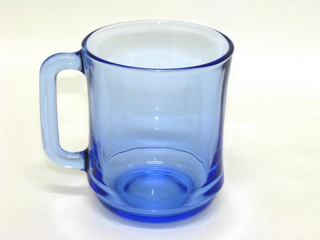 hrnek skleněný, modrý 310 ml
