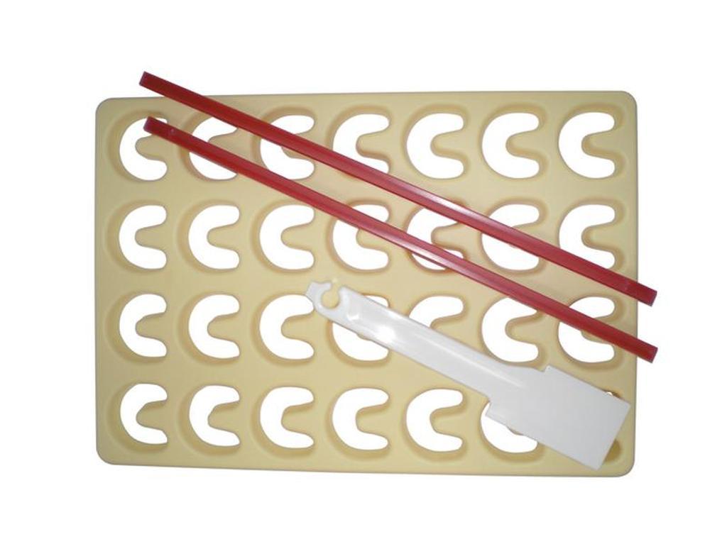 Vykrajovačka na cukroví, 30 x 21 x 1,6 cm, špachtle, 2 ks lišty